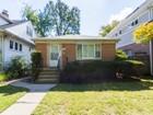 Tek Ailelik Ev for  sales at Spiffy Easy Living in Three Bedroom Mid Century Brick Ranch House 2014 Isabella Street   Evanston, Illinois 60201 Amerika Birleşik Devletleri