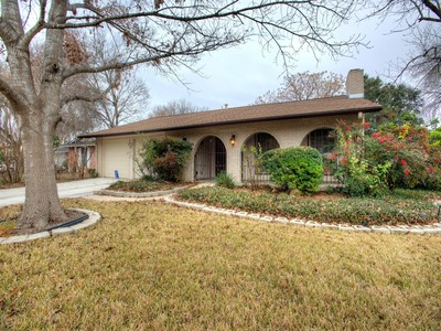 獨棟家庭住宅 for sales at Charming Home in Camelot 8218 Banbury Dr San Antonio, 德克薩斯州 78239 美國