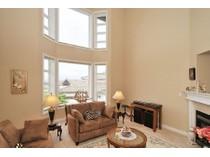 Maison de ville for sales at Executive Townhome with Views 18-934 Boulderwood Rise   Victoria, Colombie-Britannique V8Y3H5 Canada