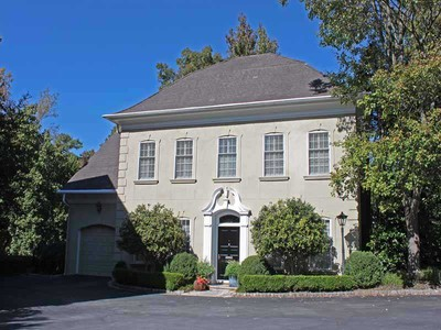 Townhouse for sales at Beautiful Buckhead Townhouse 3085 Slaton Drive NW Atlanta, Georgia 30305 United States