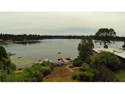 Casa Unifamiliar for sales at American Lake 12819 Avenue DuBois Lakewood, Washington 98498 Estados Unidos
