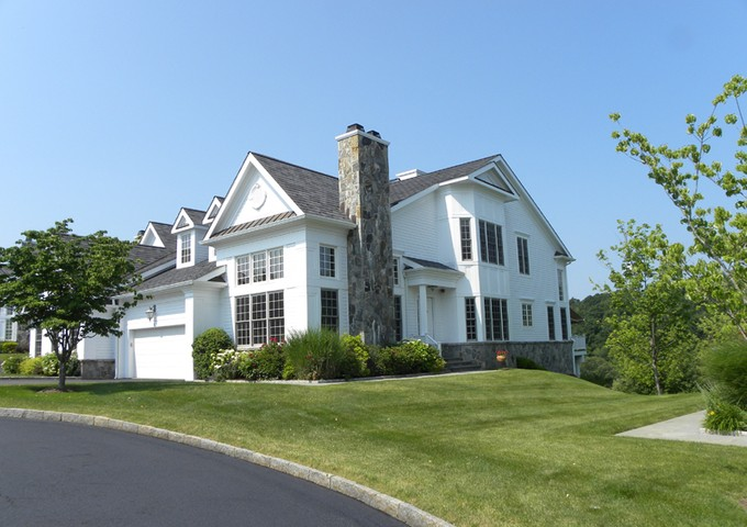 Condominium for sales at Fore! 4 Arrow Tree Drive Briarcliff Manor, New York 10510 United States