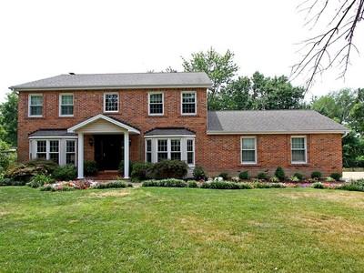 Maison unifamiliale for sales at Charming 2 sty foyer 12324 Ballas Estates Dr Des Peres, Missouri 63131 États-Unis