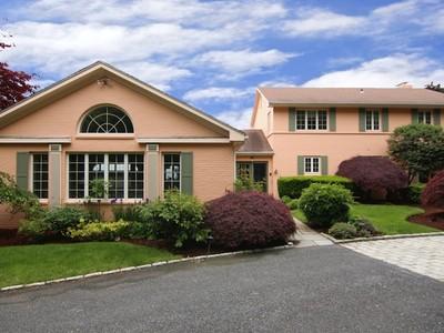 Einfamilienhaus for sales at 136 Beacon Avenue  Warwick, Rhode Island 02889 Vereinigte Staaten