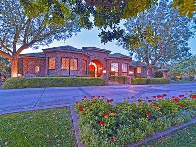 Moradia for sales at Elegant And Rich Imported Brick Estate On A Quiet Paradise Valley Cul-de-Sac 6848 E Meadowlark Lane Paradise Valley, Arizona 85253 Estados Unidos