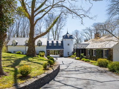 Villa for sales at Laden With Character and Gentle Water Views 142 Winant Road Princeton, New Jersey 08540 Stati Uniti