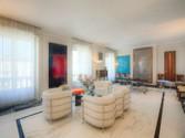 Appartamento for vendita at Elegante proprietà di notevole unicità  Milano,  20124 Italia