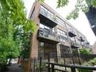 Eigentumswohnung for sales at Gorgeous Corner Unit 1137 N Wood Street Unit 3D  Chicago, Illinois 60622 Vereinigte Staaten