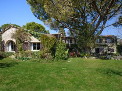Otras residenciales for sales at 16th century provencal farmhouse   Mougins, Provincia - Alpes - Costa Azul 06250 Francia