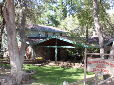 Casa Unifamiliar for sales at Beautiful Main Lodge with Six Guest Rooms 29 E Ramsey Canyon Hereford, Arizona 85616 Estados Unidos