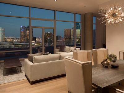 Appartement en copropriété for sales at Extraordinary W Residence Penthouse 2430 Victory Park Lane #3203  Dallas, Texas 75219 États-Unis