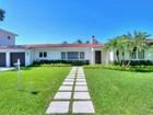 Vivienda unifamiliar for  rentals at 1141 S Alhambra Circle  Coral Gables, Florida 33146 Estados Unidos