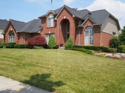 Nhà ở một gia đình for sales at Novi 24162 Wintergreen Novi, Michigan 48374 Hoa Kỳ
