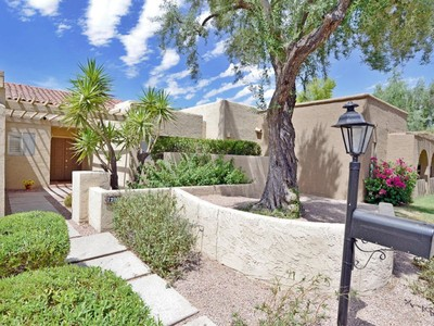 Einfamilienhaus for sales at Wonderful Updated Unit In Gated Briarwood Community 7320 E Rovey Ave Scottsdale, Arizona 85250 Vereinigte Staaten