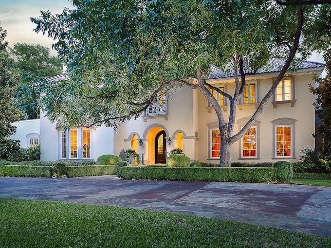 Maison unifamiliale for sales at Majestic Mediterranean Masterpiece 9700 Audubon Place Dallas, Texas 75220 États-Unis