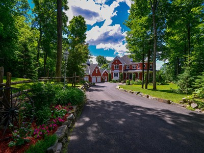 Nhà ở một gia đình for sales at Cantley Outaouais Cantley, Quebec Canada