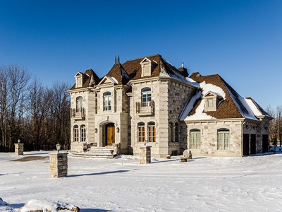 獨棟家庭住宅 for sales at Boucherville 750 Rue des Châtaigniers Boucherville, 魁北克省 J4B8S3 加拿大