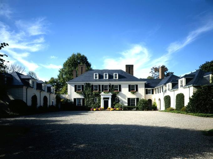 Vivienda unifamiliar for sales at Elm Court: A Revered Princeton Landmark Since 1928 132 Elm Road Princeton, New Jersey 08540 United States