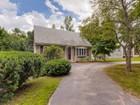 Частный односемейный дом for  sales at Country Cape 24 Plain Street Upton, Массачусетс 01568 Соединенные Штаты