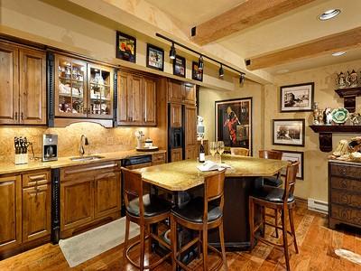 Condomínio for sales at Exquisite Remodel on the River 1034 E Cooper Street Unit 3A  Aspen, Colorado 81611 Estados Unidos