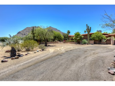 Villa for sales at Fabulous Location On 2+ Acres On One Of The Best Streets In Paradise Valley 5112 N Casa Blanca Drive Paradise Valley, Arizona 85253 Stati Uniti