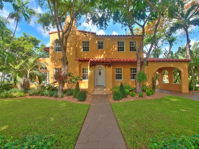 Maison unifamiliale for sales at 1300 Granda Blvd  Coral Gables, Florida 33134 États-Unis