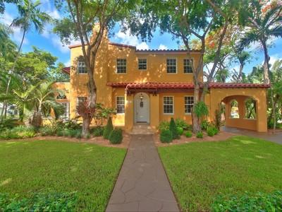 단독 가정 주택 for sales at 1300 Granda Blvd  Coral Gables, 플로리다 33134 미국
