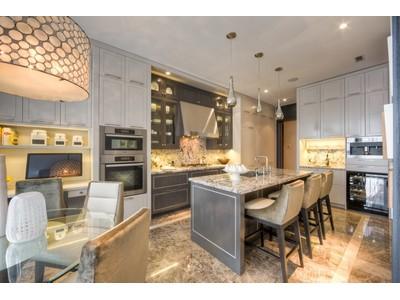 Condomínio for sales at Pier 27 29 Queens Quay East, Suite 1302 Toronto, Ontario M5E0A4 Canadá