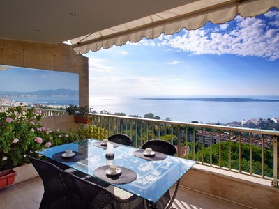 Appartamento for sales at Californie, 3 room apartment on the top floor with panoramic sea views La Californie Cannes, Provenza-Alpi-Costa Azzurra 06400 Francia