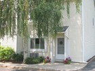 Copropriété for  sales at End Unit Townhome In The Heart of Tarrytown 32 Windle Park   Tarrytown, New York 10591 États-Unis