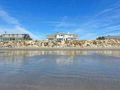 Einfamilienhaus for sales at Direct Oceanfront Property in Rye 2316 Ocean Boulevard Rye, New Hampshire 03870 Vereinigte Staaten