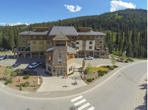 Condominio for sales at Upscale, Efficient & Convenient Studio Loft 403-3270 Village way   Sun Peaks, British Columbia V0E 5N0 Canadá