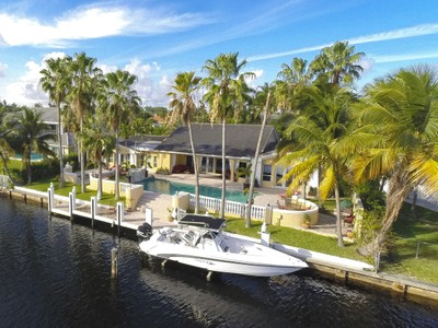 Casa Unifamiliar for sales at 443 Poinciana Dr.  Hallandale Beach, Florida 33009 Estados Unidos