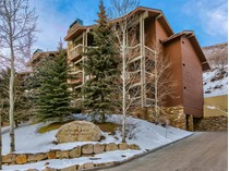 Condomínio for sales at Fully Furnished and Updated,  just Steps from the Deer Valley Base 2470 E Deer Valley Dr #B-11   Park City, Utah 84060 Estados Unidos