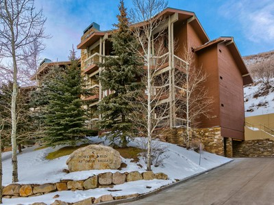Nhà chung cư for sales at Fully Furnished and Updated,  just Steps from the Deer Valley Base 2470 E Deer Valley Dr #B-11 Park City, Utah 84060 Hoa Kỳ