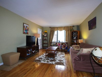 Copropriété for sales at Large JR. 4 Converted to 2 BR 2750 Johnson Avenue 8C Riverdale, New York 10463 États-Unis