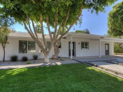 Casa para uma família for sales at Charming Remodeled Arcadia Ranch Home 4529 N 39th Street Phoenix, Arizona 85018 Estados Unidos