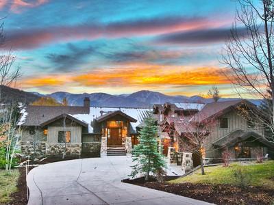 Maison unifamiliale for sales at Fabulous Fairway Hills Six Bedroom Home 2567 Silver Cloud Ct   Park City, Utah 84060 États-Unis