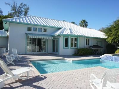 Nhà ở một gia đình for sales at Comfortably Numb Lyford Cay, New Providence/Nassau Bahamas