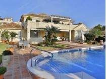 Moradia for sales at Impeccable villa with excellent qualities Santa María Golf Marbella, Costa Del Sol 29600 Espanha
