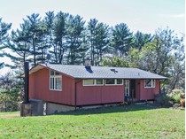 独户住宅 for sales at A Spectacular Backdrop 9 Brookville Hollow Road   Stockton, 新泽西州 08559 美国