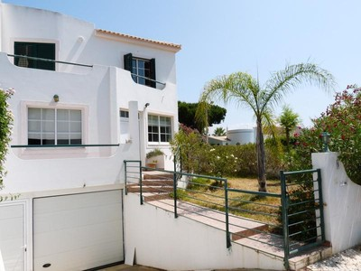 Einfamilienhaus for sales at Semi-detached house, 4 bedrooms, for Sale Loule, Algarve Portugal