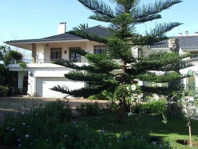 Casa Unifamiliar for sales at House, 6 bedrooms, for Sale Carcavelos, Cascais, Lisboa Portugal