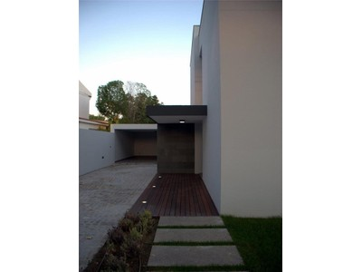 Частный односемейный дом for sales at House, 4 bedrooms, for Sale Carcavelos, Cascais, Лиссабон Португалия