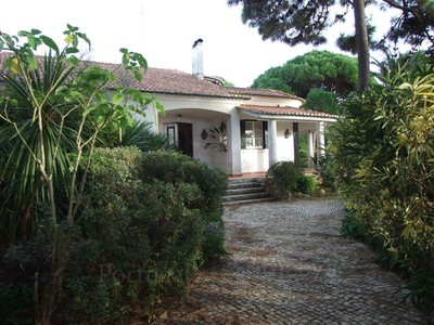 Частный односемейный дом for sales at House, 5 bedrooms, for Sale Quinta Da Marinha, Cascais, Лиссабон Португалия