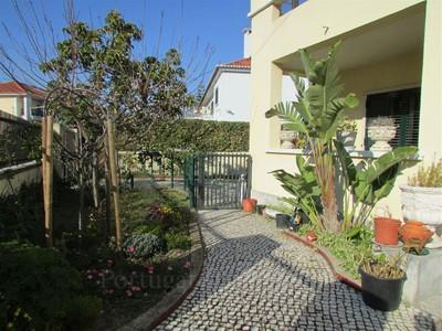 Частный односемейный дом for sales at Semi-detached house, 7 bedrooms, for Sale Alvalade, Lisboa, Лиссабон Португалия