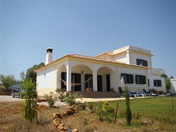 Villa for sales at House, 4 bedrooms, for Sale Albufeira, Algarve Portogallo