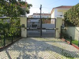 Property Of Semi-detached house, 7 bedrooms, for Sale