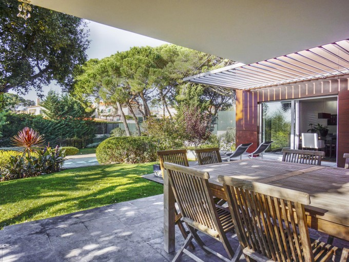 Частный односемейный дом for sales at House, 4 bedrooms, for Sale Bicesse, Cascais, Лиссабон Португалия