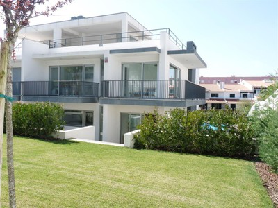 Villa for sales at Semi-detached house, 5 bedrooms, for Sale Oeiras, Lisbona Portogallo